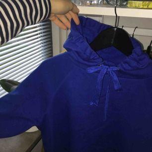 Mörkblå hoodie!! Fint skick men används aldrig:-/ Pris kan diskuteras vid snabb affär! Frakt tillkommer💕