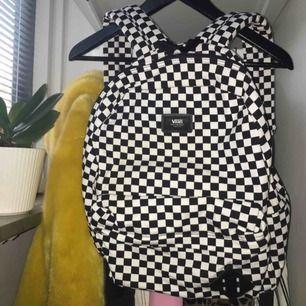Checkerboard ryggsäck från VANS🌟 Använd fåtal gånger & nytvättad så ser helt ny ut!  Pris kan diskuteras vid snabbt köp!  Frakt tillkommer