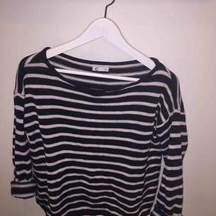 Mysig och skön tröja från Cubus i storlek S. Frakt tillkommer, hör av er för fler bilder eller frågor :)