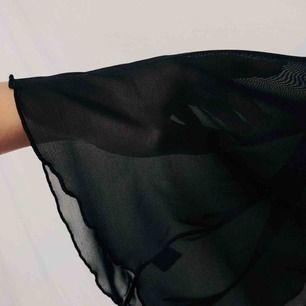 Från en vintage lingerie plåtning. Vacker babydoll top. See through material med snörning fram. Frakt 59:-.