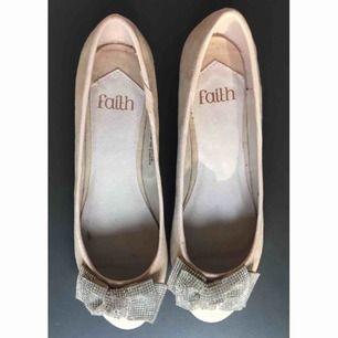 Nya! Ballerinaskor från Faith Storlek 37 Pris 100kr  Hämtas i Bromma eller skickas, köparen står då för frakt
