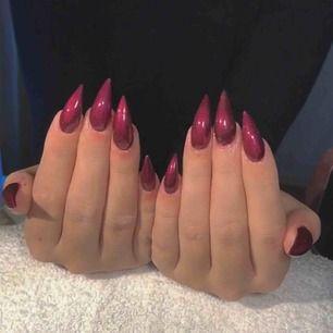 Gele naglar i Södertälje, nytt sett endast 200kr @nailsby.maryam på instagram. Hör av er vid intresse