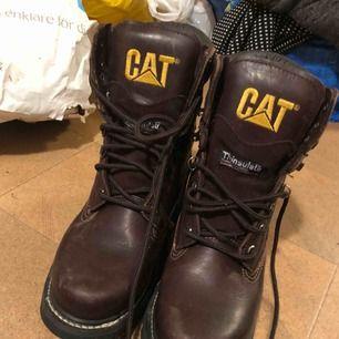 Nya skor från Caterpillar i storlek 40. Endast använda ett fåtal gånger då de köptes i fel storlek!
