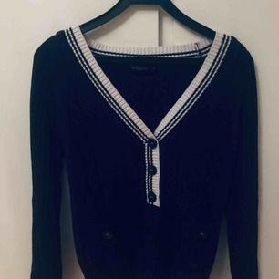 Stickad tröja från Henri Lloyd i storlek M. Jättefint skick!