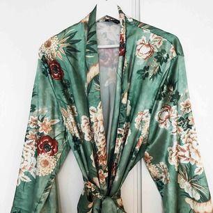 Sååå fin kimono/morgonrock som ej kommer till användning