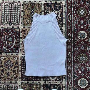 Riktigt snyggt polo linne i pastell lila köpt på Monki. Mycket fint skick 🌸 frakt ingår 🌸