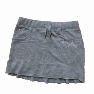 Grå kjol från Replay i jättemjukt material!! Använd en gång, säljer pga. för liten. Frakt står köparen för❣️
