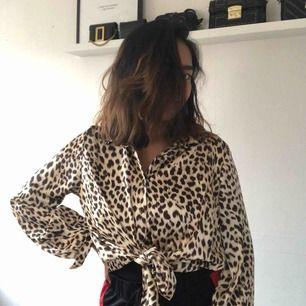 Helt ny leopardmönstrad skjorta från Boohoo i stl 40-42 men kan har den som oversize och passar i alla storlekar.  Tar swish, frakten ligger på 40kr