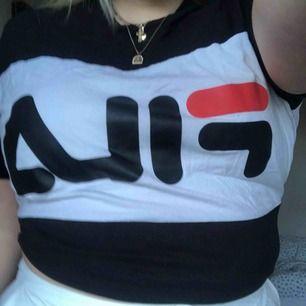 Vanlig T-shirt från FILA, köpt på junkyard och mycket sparsamt använd. Så gott som ny Köparen står för frakt🦋