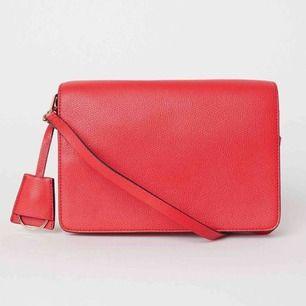 Jättefin väska från H&M. Aldrig använd, HELT nyskick.