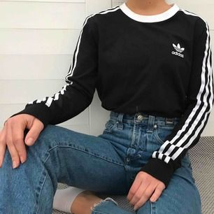 Äkta Adidas tröja i storlek S, men passar även utmärkt på mig som vanligtvis har XS. Har använts endast en gång, så kvalitén är så gott som ny! Köparen står för frakt ✨