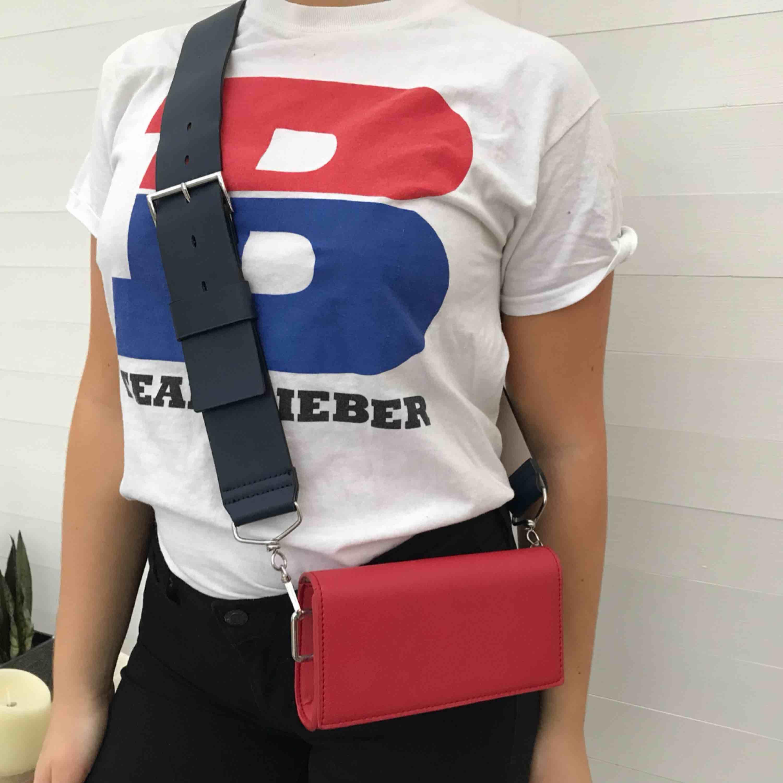 """Justin Bieber merch köpt under Purpose Tour i Milano 2017. T-shirten är använd ett fåtal gånger och i gott skick. På framsidan står det """"TEAM BIEBER"""". Köparen står för frakt ✨. T-shirts."""