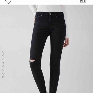 Svarta håliga jeans från bershka Aldrig använda (lapp finns kvar) Köpta för 300kr