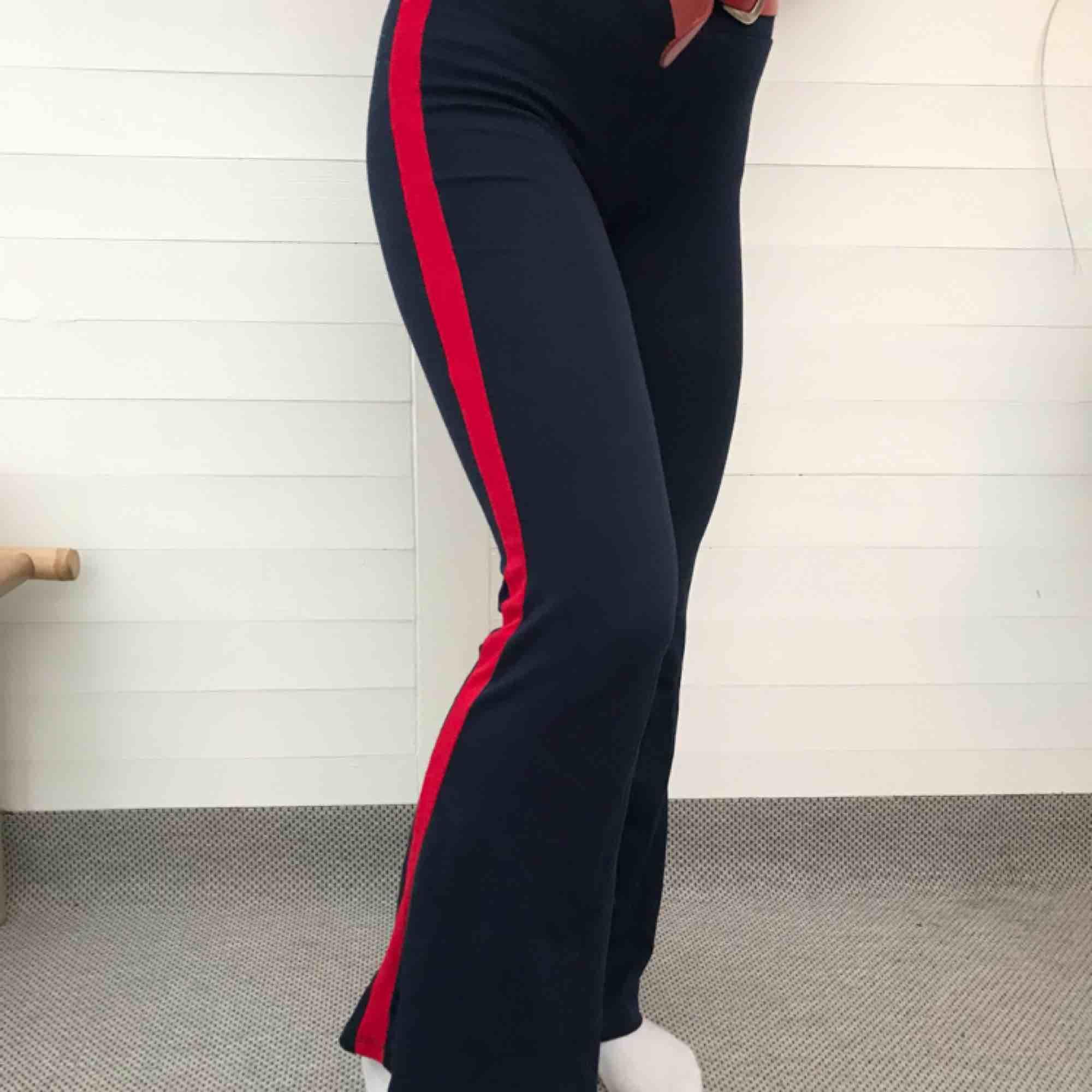 Töjbara byxor med revär från Gina Tricot. Sitter bra men säljer pga är  något korta ... 69707b6844288