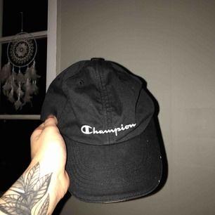 Keps från Champion, dretsnygg men kommer ej till användning :(( köparen betalar frakt