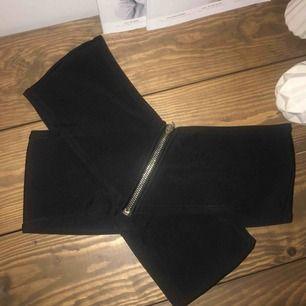 bikinitop, kan användas som vanlig top också, strl 38 å knappt använd  finns i gnosjö, kan även mötas upp i jönköping på vardagar, annars står köparen för frakten!