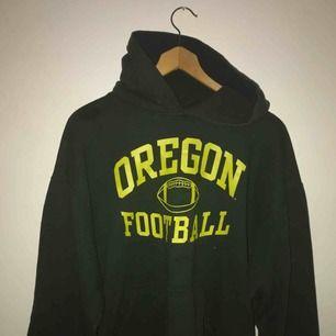 Mörkgrön vintage hoodie från betona retro