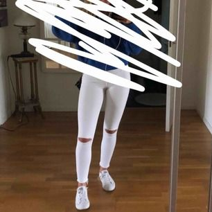Säljer mina absolut favoritbyxor pga att dom blivit för små. High waist byxor från Zara!