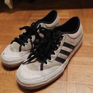 Adidas skor, storlek 37