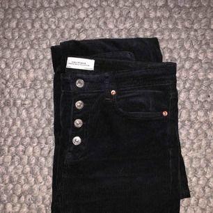 Manchesterbyxor i bootcut modell från zara, använda en gång sen har de legat vikta i garderoben