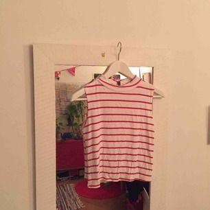 Fint linne från urban outfitters! En söm har spruckigt vid ena ärmhålet men det tänker man inte på!