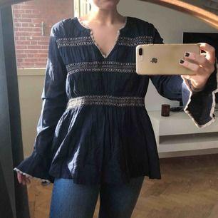 Helt ny blus, för stor för mig, strl M. Köpt för 599kr, säljs för 200kr (frakt på 39kr tillkommer ✉️🕊)
