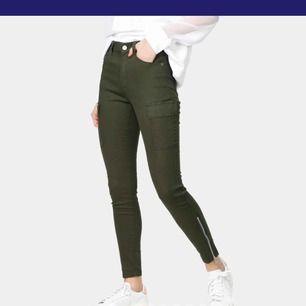 Sprillans nya byxor från Dr. Denim. Ingår inte i erbjudandet jag lagt upp på tidigare bild. Köpare står för frakt🌸