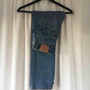 Skitsnygga jeans från Levis. Mycket bra kvalité. Köparen står för frakt💘💘