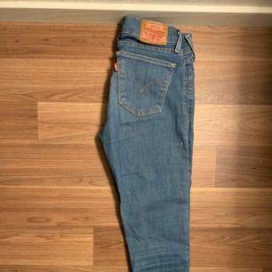 Levis 710 superskinny jeans. Strl 25. 300kr inkl frakt.