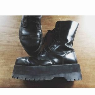 Äkta underground england skor i storlek 38, använda men i fint skick! 102kr i frakt