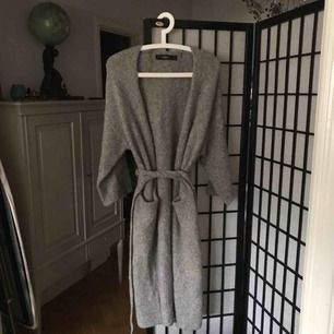 Very cosy Zara sweater. Super soft, quite long and ties around the waist. Shipping extra :)