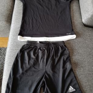 Adidas set storlek 164..frakt tillkommer