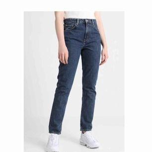Seattle jeans från weekday! Använda några få gånger, som nya! Nypris: 500kr