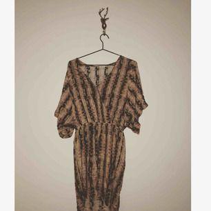 Den absolut skönaste klänningen jag haft, vill egentligen inte bli av med😿 XS men stor i storleken  Från Filippa k! Köpt i Göteborg för 1600:-