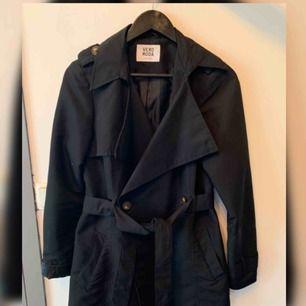 Svarta kappa, använd en gång.