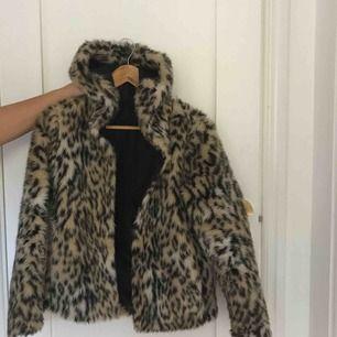 Säljer min Leo jacka, skit snygg men använder inte. 300 + Frakt pris kan diskuteras vid snabb afär