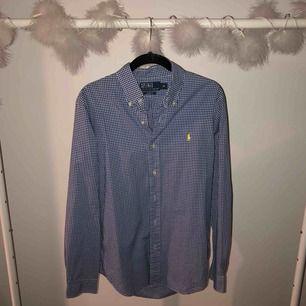 Polo by Ralph Lauren skjorta herr. Storlek M. Aldrig använd.