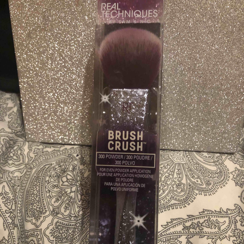Blush brush oanvänd plomberad perfekt som julklapp. Accessoarer.