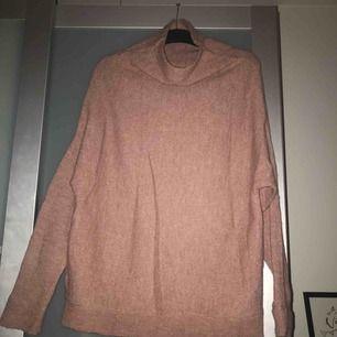 Ombloggad stickad tröja från NAKD!  Använd 1 gång. Nypris 599:-  Köparen betalar frakten 💌