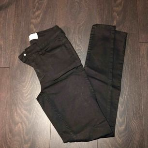 Svarta jeans från Pieces. Storlek S.