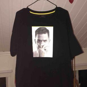 Superfin tröja från Zara, nästan helt oanvänd då den var fel storlek på mig :( passar jättebra som klänning med ett bälte. Köpare betalar frakt<3
