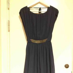 ASOS Embellished Waist mini skater dress Strl XS I färgen Navy (mörkblå)