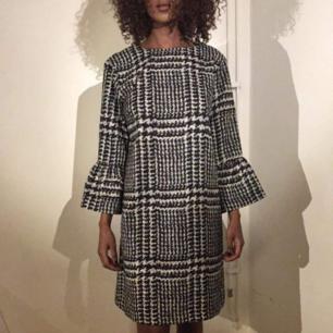 Chic klänning från Vero moda! I god skick. Frakt ingår i priset ❤️