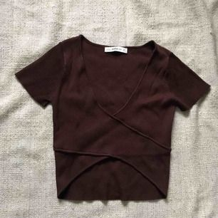 Zara Knit chocolate brown crop top. Very stretchy and comfortable. Brand new never worn (only for fotos) Shipping extra.