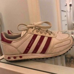 """De behöver lite """"sko-kärlek"""" så är de så gott som nya!  L.A trainers"""