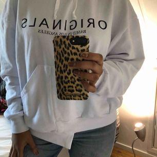 Helt ny mobilskal i leopard mönstrad från ideal of sweden  Tar swish, frakt 25kr