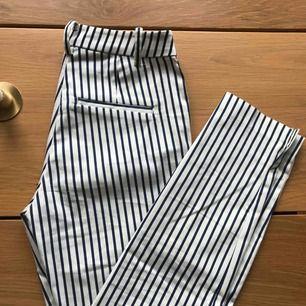 Randiga kostymbyxor för 100kr+39kr frakt!