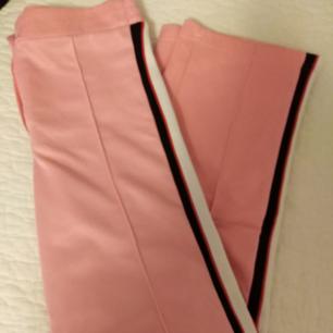 Fina rosa mjukisbyxor från bikbok använd 2 ggr