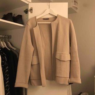 """Ljusrosa """"kappa"""" från Gina. Köpare står för frakt annars kan  jag mötas i Linköping :)"""