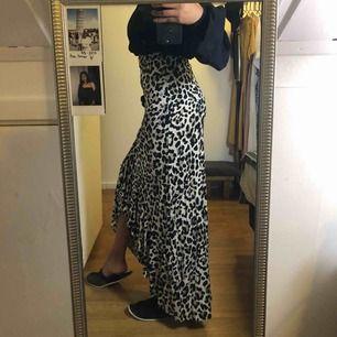 Helt ny kjol i leopard mönstrad. Tar swish, frakt 40kr